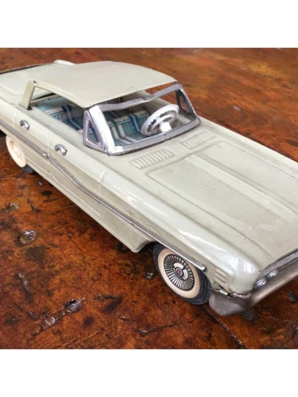 Modellino automobile cabrio    del 1950